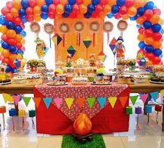 Para comemorar o dia de São João, resolvemos mostrar uma inspiração fofa de festa junina! O aniversário de 2 anosda Maria Luiza foi uma explosão de cor e