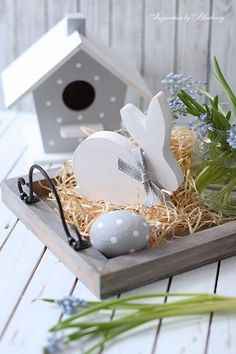 Easter home decoration ideas to make your happy 3 – Ximplah Update Happy Easter, Easter Bunny, Easter Eggs, Spring Home Decor, Spring Crafts, Wood Crafts, Diy And Crafts, Outdoor Christmas Decorations, Holiday Decor
