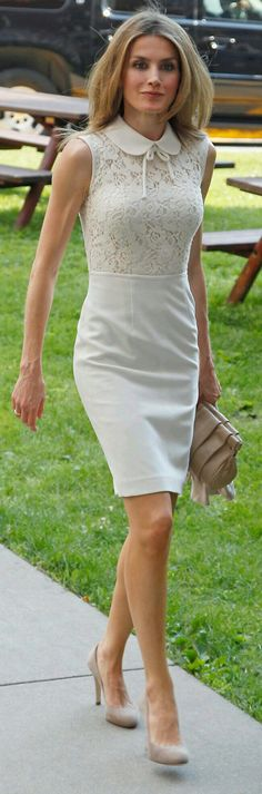 Queen Letizia of Spain looks gorgeous in her white summer dress Cute Dresses, Beautiful Dresses, Casual Dresses, Vogue Fashion, Royal Fashion, Pretty Outfits, Stylish Outfits, Work Outfits, White Dress Summer