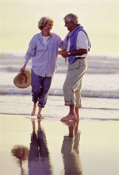 """""""Todas las cosas del mundo  se pueden imitar y falsificar  menos el amor:   el amor no se puede robar e imitar;  vive solo en el corazón  que sabe entregarse totalmente.  Ésta es la fuente de todo lo valioso...    - Herman Hesse (1877-1962), escritor y poeta alemán.  https://estebanlopezgonzalez.com/2013/03/25/elogio-al-amor/"""