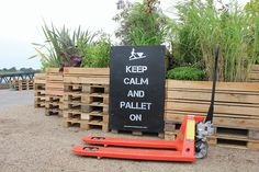 Collectif Les Jardiniers Nomades   KEEP CALM AND PALLET ON