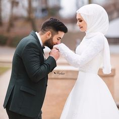 ✔ Couple Photoshoot Outfits What To Wear Muslimah Wedding, Wedding Hijab, Wedding Poses, Wedding Photoshoot, Wedding Couples, Cute Muslim Couples, Cute Couples, Hijab Mode, Muslim Wedding Dresses