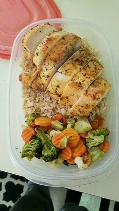 Chicken brown rice and roasted vegetables. chicken brown rice and roasted vegetables healthy lunch ideas Lunch Recipes, Diet Recipes, Cooking Recipes, Healthy Recipes, Diet Meals, Healthy Brown Rice Recipes, Yummy Healthy Food, Healthy Junk Food, Healthy Rice