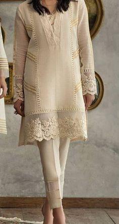 Best 12 Fashionable muslim pakistani outfit for eid mubarak 20 – SkillOfKing. Pakistani Fashion Party Wear, Pakistani Formal Dresses, Pakistani Dress Design, Pakistani Outfits, Fancy Dress Design, Stylish Dress Designs, Kurta Designs Women, Blouse Designs, Kurta Neck Design