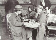 Walter Gropius & Le Corbusier, Deux Magots, Paris, 1930