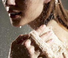 Préparer sa peau au soleil : le gant de crin