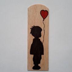"""Marque-page en bois """"garçon et son ballon rouge""""/ marque-page en bois de marqueterie"""