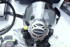 Full face dive masks are looking to be the next big thing in diving. Should you switch? Here's the Pros and cons of scuba diving with a full face mask. Scuba Diving Quotes, Best Scuba Diving, Scuba Bcd, Scuba Diving Magazine, Scuba Watch, Diving Regulator, Diver Tattoo, Dive Mask, Diving Helmet