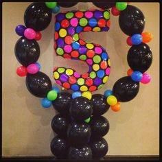 Balloon number 5 within a circle made of link-o-loon balloons. Nice contrast between the black and neon colors.