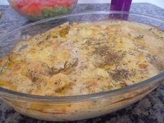 Ingredientes  1 kg de filé de peito de frango 1/2 pacote de creme de cebola 1 caixinha de creme de leite 1 copo de requeijão    Modo de Preparo  Corte o filé em bife não muito