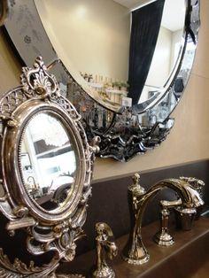 Reflexo moderno! O tom oxidado dá o efeito envelhecido, perfeito para um lavabo com estilo contemporâneo. #produtomaison #espelho #maisondubanho #lavabo #decoracao