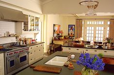 The Design Files – Something's Gotta Give, Fifteen Years Later Something's Gotta Give House, Modern Country Style, Cocinas Kitchen, Colonial Style Homes, Colonial Kitchen, The Design Files, Cuisines Design, Home Kitchens, Cottage Kitchens
