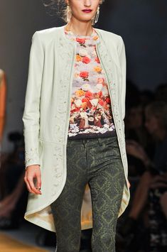 Nicole Miller Spring 2014 RTW. Look at the print in those jeans! Love the coat.