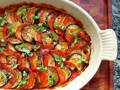 Aprenda a fazer um ratatouille, um prato clássico francês muito pratico, e que foi conhecido mundialmente após o filme que leva seu nome.