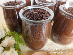 Postre más fácil imposible la verdad... en un plis-plas tenemos unos vasitos de chocolate deliciosossss ;). Seguro que a los que les encanta...