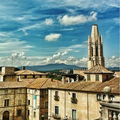 The very impressive Santfeliu cathedral and the Girona city in the backdrop