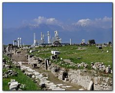 "From today onwards I shall post some captures from the beautiful antique city of Laodicea.  Not far away from the ""better known"" Hieropolis, Laodicea is another beautiful city of antiquity, which is been still excavated, and every season brings new and quite interesting evidences of it's glorious past top daylight.    Here you can find some interesting informations about Laodiceia :    http://www.kultur.gov.tr/EN/belge/2-20204/laodikeia.html"