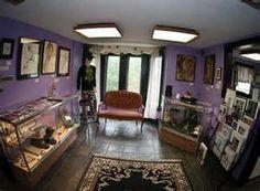 Tattoo shop idea on pinterest tattoo shop tattoo studio and tattoo