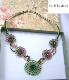 Colier: Green Flower Green Flowers, Crochet Necklace, Jewelry, Jewlery, Jewerly, Schmuck, Jewels, Jewelery, Fine Jewelry