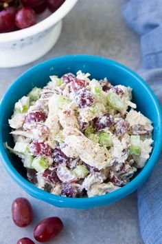 Easy chicken salad recipe with grapes. This healthy chicken salad sandwich is made with Greek yogurt for a lighter lunch. You& love this simple version of classic chicken salad that you can make ahead. Rezept einfach in Dosen Grape Recipes, Summer Salad Recipes, Salad Recipes For Dinner, Chicken Salad Recipes, Healthy Salad Recipes, Healthy Chicken, Recipe Chicken, Basic Chicken Salad Recipe Easy, Cooked Chicken