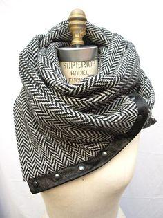 Reserved for HenriettaDevine Herringbone Chunky wool circular infinity scarf Estilo Fashion, Look Fashion, Fashion Beauty, Womens Fashion, Fashion Models, Fashion Shoes, Fashion Clothes, Girl Fashion, Fashion Accessories