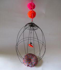Cage fluo et pompons par Debeauxsouvenirs & Neonshop sur ETSY,