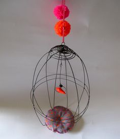 Cage fluo et pompons par Debeauxsouvenirs sur Etsy, $57.00