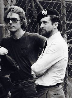 Christopher Walken e Robert De Niro sul set di 'The Deer Hunter', 1978 Marilyn Film, I Look To You, Hunter Movie, Saint Yves, Al Pacino, The Expendables, Sylvester Stallone, Clint Eastwood, Classic Movies