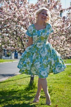 blossoms in the springtime dress #diy #sew #sewing made from a vintage sheet....love, love, and love some more