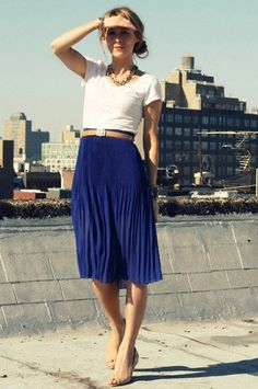 I'm pretty sure I can't wear this skirt length, but love this navy blue chiffon skirt, tan belt and white tshirt combo.