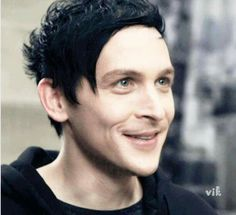 Oswald Cobblepot (Robin Lord Taylor) The Penguin Penguin And Riddler, Penguin Gotham, Gotham Tv Series, Gotham Cast, Batgirl, Catwoman, Robin Lord Taylor, Pretty People, Beautiful People