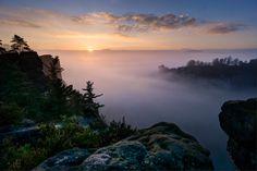 https://flic.kr/p/qyTBPX | Sonnenaufgang über dem Nebelmeer | Blick vom Gansmassiv über das Basteimassiv