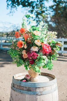 Kevin + Amanda's wedding has everything you'd want in a rustic outdoor affair. Huge enough for lots of colorful décor and DIYs. Exactly why a Rustic Theme, Rustic Barn, Colorful Garden, Colorful Decor, Garden Rose Bouquet, Wedding Isles, 100 Layer Cake, Rustic Flowers, Rustic Outdoor