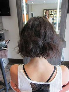 Short Curly Bob Hairstyles Back View - Get inspired with these fine hair styles! These hairstyle short for men dan women can be clean cut for work or edgy Wavy Bob Hairstyles, Short Bob Haircuts, 2015 Hairstyles, Bobbed Haircuts, Haircut Short, Straight Haircuts, Female Hairstyles, Lob Haircut, Celebrity Hairstyles