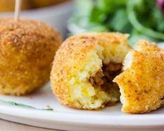 Arancini farci à la viande hachée sans friteuse : http://www.fourchette-et-bikini.fr/recettes/recettes-minceur/arancini-farci-la-viande-hachee-sans-friteuse.html