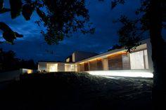 Diese Villa hat wirklich alles, was man sich von einem modernen Traumhaus wünscht - Style, Ausblick, Platz, Licht und Luxus.