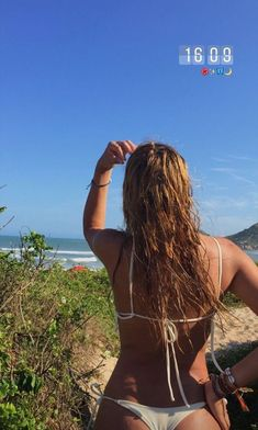 Summer Pictures, Beach Pictures, Summer Feeling, Summer Vibes, Mädchen In Bikinis, Jolie Lingerie, Bikini Poses, Beach Poses, Summer Goals