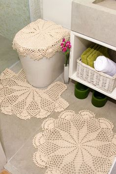 I am so going to do this. Cover pot and crochet rugs in strings Graph pattern Crochet Decoration, Crochet Home Decor, Crochet Art, Love Crochet, Crochet Motif, Vintage Crochet, Crochet Designs, Crochet Doilies, Crochet Patterns