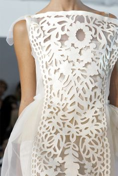 Modern lace wedding dress - Looks like paper cut out - Louis Vuitton Spring 2012 Fashion Details, Look Fashion, Runway Fashion, High Fashion, Womens Fashion, Fashion Design, Fashion Shoes, Fashion Bags, Fashion Models