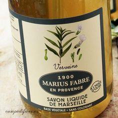 Este jabón líquido de Marsella está hecho a la manera tradicional con aceites de oliva y coco y aroma de verbena. Un jabón líquido para las manos y el cuerpo con propiedades hidratantes y espuma gener...