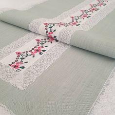 Mutlu pazarlar🦋🍃🍁 #piketakimi #nevresimtakimi #kanaviçe #kanevicedegerlendirmesi #evtekstili #elişi #elemeği #embroidery #handmade #decorating #dekorasyon #patishka_home #dantel #danteldegerlendirme #homework #home #etsy #pillows #decorativepillows #masaörtüsü #piketakımı #instagram #vintagehome #vintage #homemade #married #vedding Bargello, Table Runners, Cross Stitch, Quilts, Embroidery, Sewing, Instagram, Decor, Tray Tables