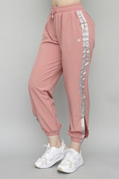 Stylish Work Outfits, Stylish Dresses For Girls, Stylish Dress Designs, Sporty Outfits, Cute Casual Outfits, Girls Fashion Clothes, Teen Fashion Outfits, Fashion Pants, Trousers Women