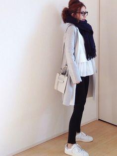 adidasのスニーカーを使ったmayumiさんのコーディネートです。│なんとなくグレーでまとめてみました。...