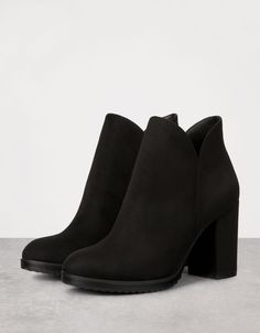 botines negros bershka Special Prices - N - bershka Ankle Boots, Heeled Boots, Bootie Boots, Shoe Boots, Shoes Sandals, Shoes Sneakers, Pretty Shoes, Beautiful Shoes, Cute Shoes