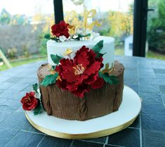 Winter flowers cake with rustic effect (red, gold & wood) /  Gateau thème hiver floral avec effet rustique (rouge, or et bois) Homemade Cakes, Artisanal, Rustic Chic, Wedding Cakes, Winter, Desserts, Noel, Rustic Feel, Red