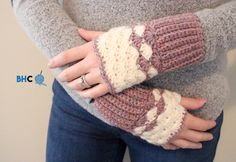 Crochet Stitches For Beginners Shell Stitch Crochet Wrist Warmers - free pattern at B.hooked Crochet - Make a pair of cozy crochet wrist warmers using the beautiful shell stitch. It's a perfect quick win project that you can complete in a few hours! Crochet Fingerless Gloves Free Pattern, Crochet Mitts, Crochet Wrist Warmers, Crochet Shell Stitch, Crochet Gloves, Crochet Bunny, Free Crochet, Fingerless Mittens, Hand Warmers