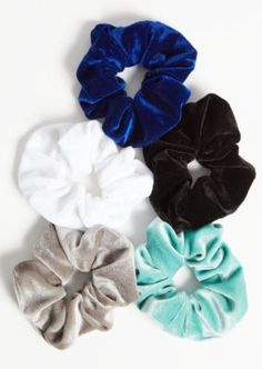 Blue Velvet Scrunchie Set Meet our must-have accessory! A set of velvet scrunchies featuring teal, blue, black, gray, and white hues. Velvet Hair, Blue Velvet, Types Of Sushi, Velvet Scrunchie, Modelos Fashion, Elastic Hair Bands, Girls Hair Accessories, Bandeau, Pink Lace