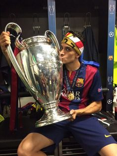Marc Bartra FC Barcelona Champions of Europe 2015 Marc Bartra, Neymar, Messi, Fcb Barcelona, Soccer Boys, Uefa Champions League, Best Player, Soccer Players, Manchester City