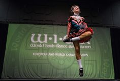 🍀 A 13 year old Irish dancer competes in a heat of the under 14's World Irish Dance Championship on April 2, 2016 in Brighton   Photo Credit: Chris Ratcliffe, Getty Images 📷 iNews Magazine    👯 #IrishDance #Photo 🇲🇽 #InishfreeMexico™ #TaniaMartínez 👉 #Academia de #DanzaIrlandesa📍#IrishCulture #Arts