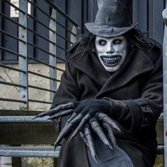 Babadook Cosplay by Scary Halloween Costumes, Diy Halloween Decorations, Halloween Cosplay, Halloween Makeup, Arte Horror, Horror Art, Scary Movies, Horror Movies, Image Triste